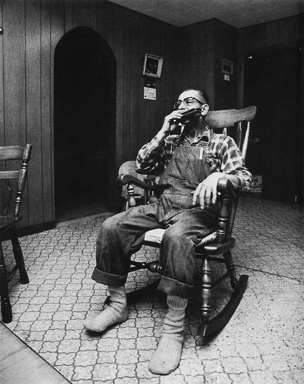 Guy Turcot, Maurice Poirier, secrétaire du syndicat de la compagnie Slack's Brothers (producteurs de champignons) à Waterloo en 1973, père de dix-huit enfants dont quinze vivants. ©Guy Turcot