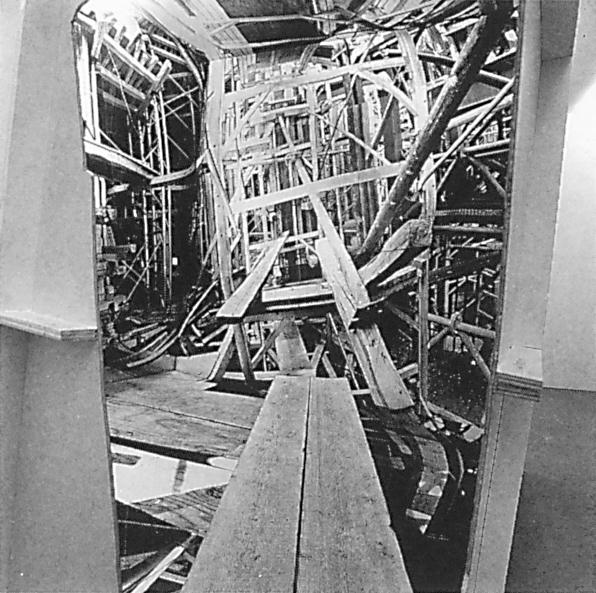 Alain Paiement, Chantier / Building Sight (vues des différentes faces de l'intérieur du cube et de l'ouverture aménagée à la jointure de deux de ses murs) 1991, papier photographique, laminé bois-styrène, bois, métal, 350 x 350 x 350 cm. ©Alain Paiement