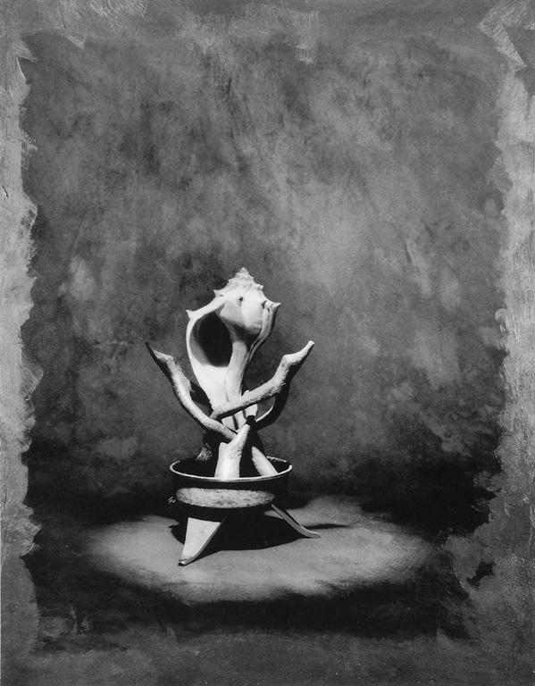 Lucie Lefebvre, Feu mantille, 1989-90, extrait de la série Habits d'objets, original en couleurs retouché à la peinture acrylique, 35,5 x 28 x 4,5 cm. ©Lucie Lefebvre