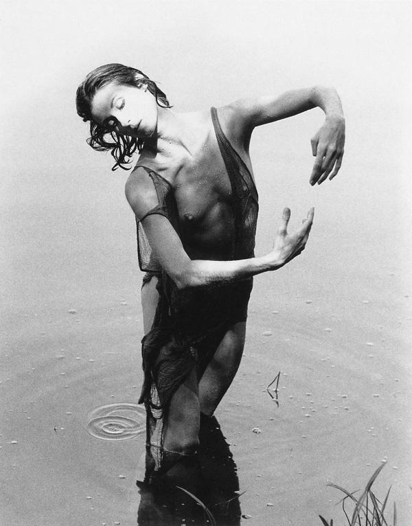 Cylla von Tiedemann, Pool of Venus II (Claudia Moore), Blue Mogul, Ontario, 1986. ©Cylla von Tiedemann