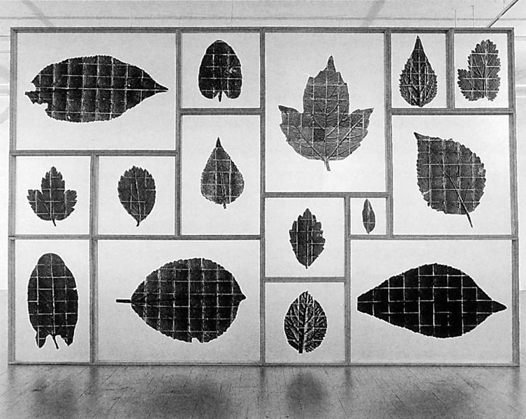 Roberto Pellegrinuzzi, Le Chasseur d'images (Les lanternes), 1992, images négatives en noir et blanc, 243 x 366 x 10 cm, collection Musée des beaux-arts de Montréal. © Roberto Pellegrinuzzi