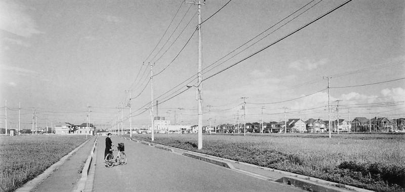 Ken Straiton, Nouveau développement d'une banlieue près du Disneyland de Tokyo, 1990. © Ken Straiton