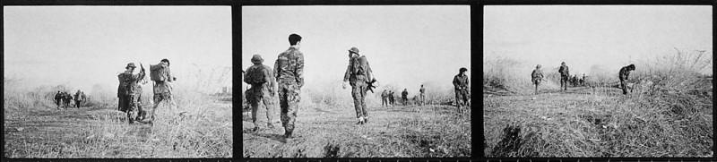 Ken Straiton, Jeux de guerre près de la rivière Tamagawa, © Ken Straiton1991.