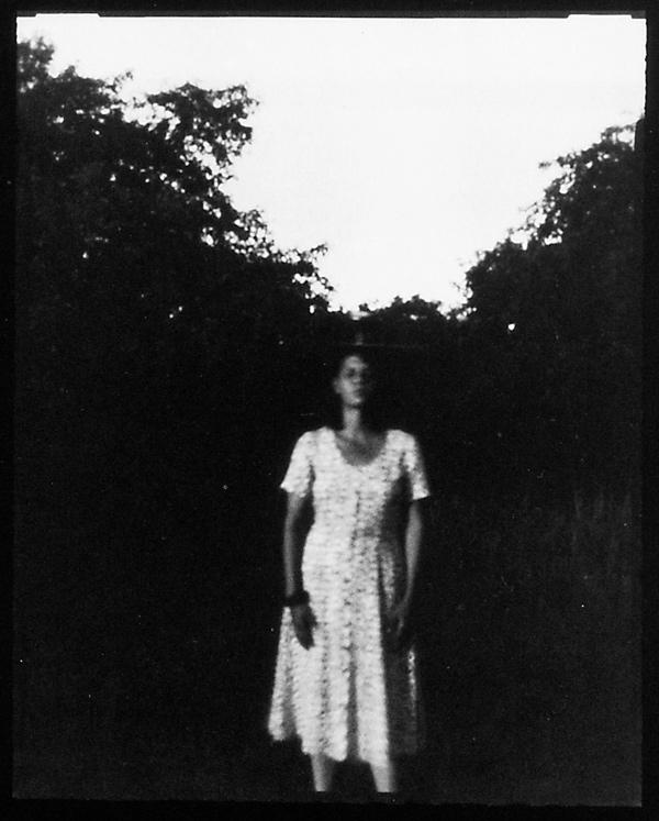 Michel Lamothe, Femme dans les pommiers, 1992, épreuves argentiques reproduites par contact. ©Michel Lamothe