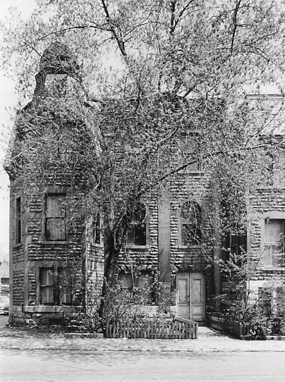David Miller, 3585, rue Hutchison, Montréal (bâtiment démoli), juin 1972, épreuve argentique. ©David Miller