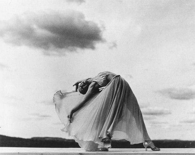 Frederick Simpson Coburn, Carlotta dansant, 1938, épreuve à la gélatine argentique, 25,3 x 20,3 cm, collection Musée du Québec. ©Frederick Simpson Coburn / Musée du Québec