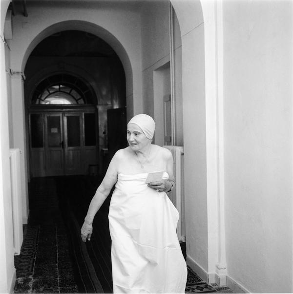 Ruth Kaplan, Mineral Bath, Marienbad, the Czech Republic, 1994. ©Ruth Kaplan