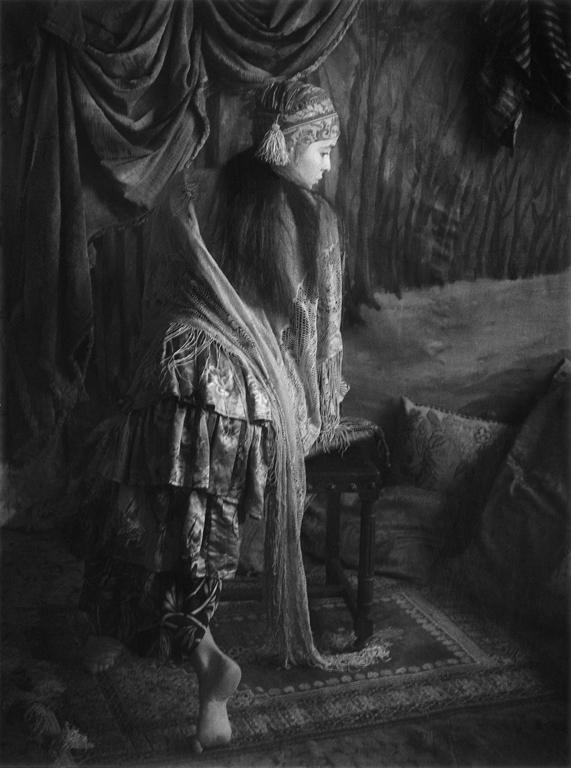 P. M. Hoblargan, Nabila III, 1988, éléments de la série Premier album, 1855-1885. © P. M. Hoblargan
