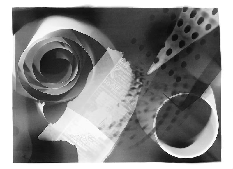 P. M. Hoblargan, À l'opposé du temps (rayogramme), 1990, éléments de la série Dernier album, 1885-1923. © P. M. Hoblargan