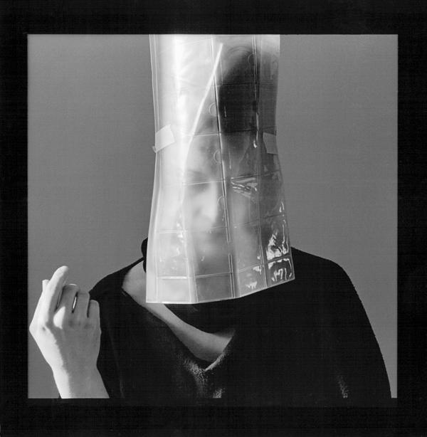Raymonde April, Debout sur le rivage, 1984, 3e de 9 photos, 100 x 100 cm. © Raymonde April