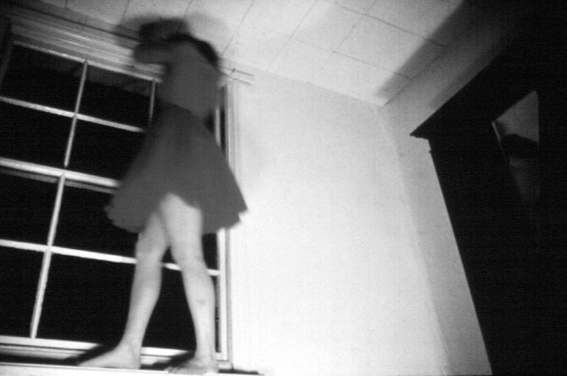 Lucy Gunning, Climbing Around my Room, 1994, bande vidéo (détail). Courtoisie : Matt's Gallery, London. © Lucy Gunning