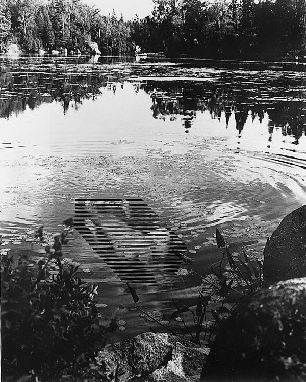 Andrea Szilasi, Figure in Lake, 1998, épreuve argentique 181 x 148 cm. ©Andrea Szilasi
