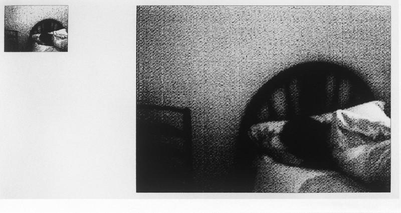 Ariane Thézé, La HabitacIon numero 24, Calle Julian Romero n°17, 1994, épreuve argentique virée au sélénium à partir d'une image sur papier thermographique, 17 cm x 30 cm. ©Ariane Thézé