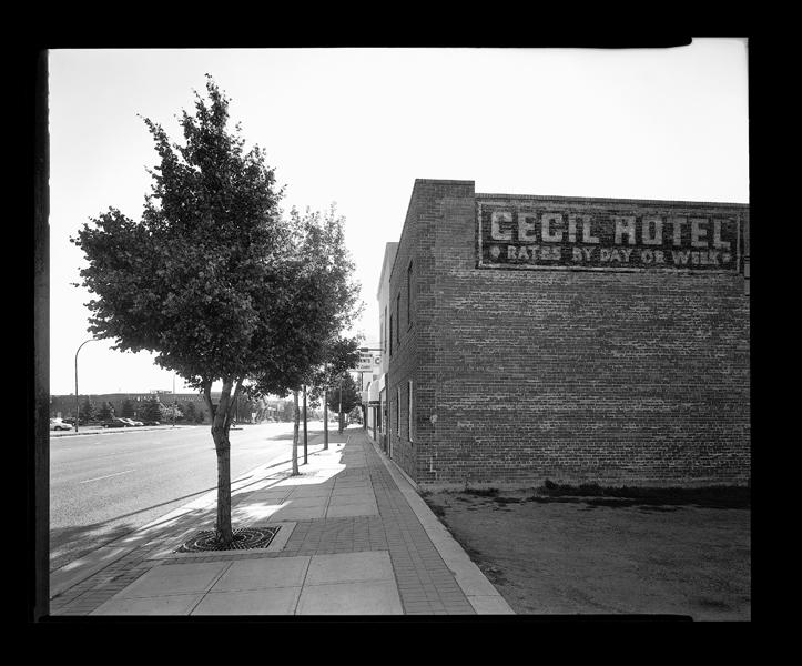 Geoffrey James, Cecil Hotel, 2nd Avenue. © Geoffrey James