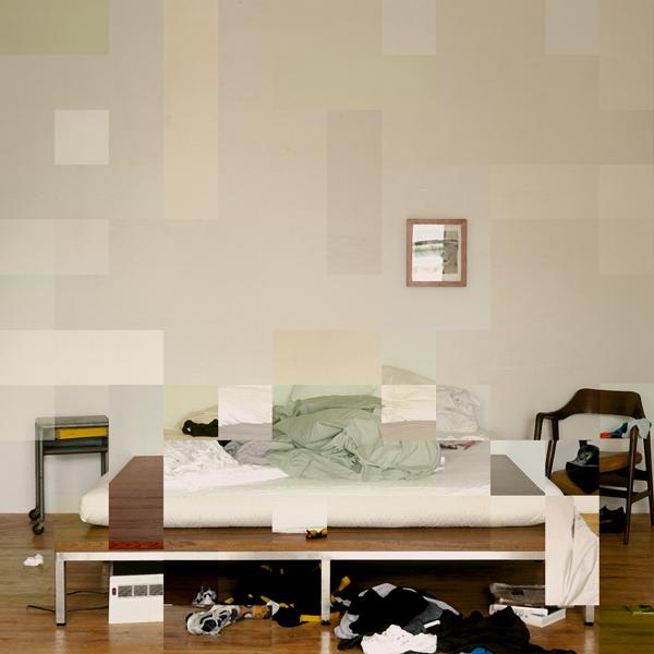 Nicolas Baier, 2000, Lit d'atelier, tirage Lambda sur papier photo glacé (pour CVphoto), 30,5 x 30,5 cm. © Nicolas Baier