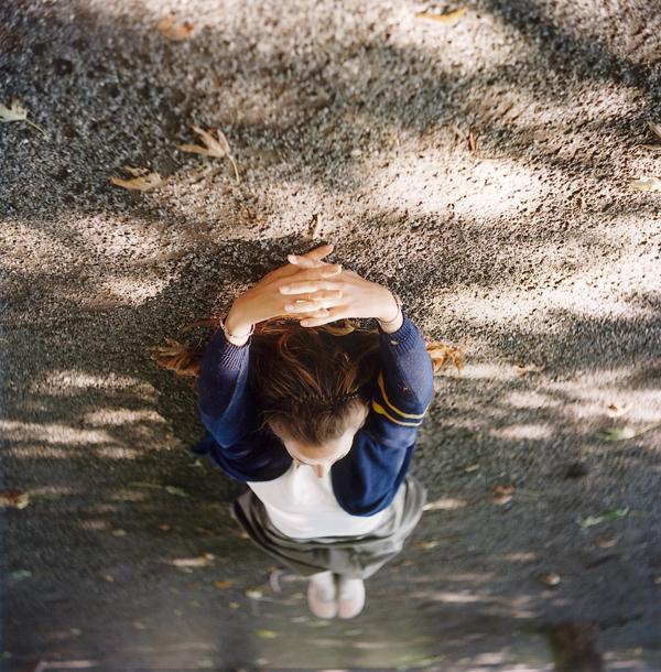 Ève K.Tremblay, La chute libre, épreuves couleur, 39 x 39 cm, 2000. © Ève K. Tremblay