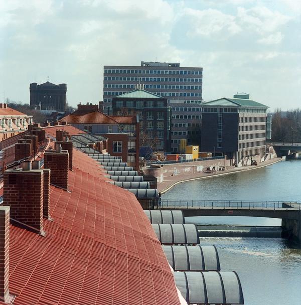 Patrick Faigenbaum, Blick von der Weserburg auf den Teerhof und die Kleine Weser, 1996, 95 X 95 cm, épreuves couleur. © Patrick Faigenbaum