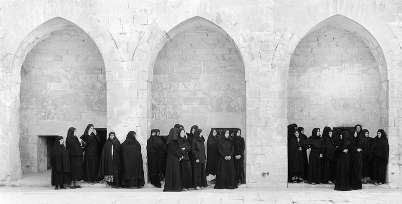 Shirin Neshat, Soliloquy, 1999, production stills. ©Shirin Neshat / photo: Larry Barns, courtesy of Barbara Gladstone
