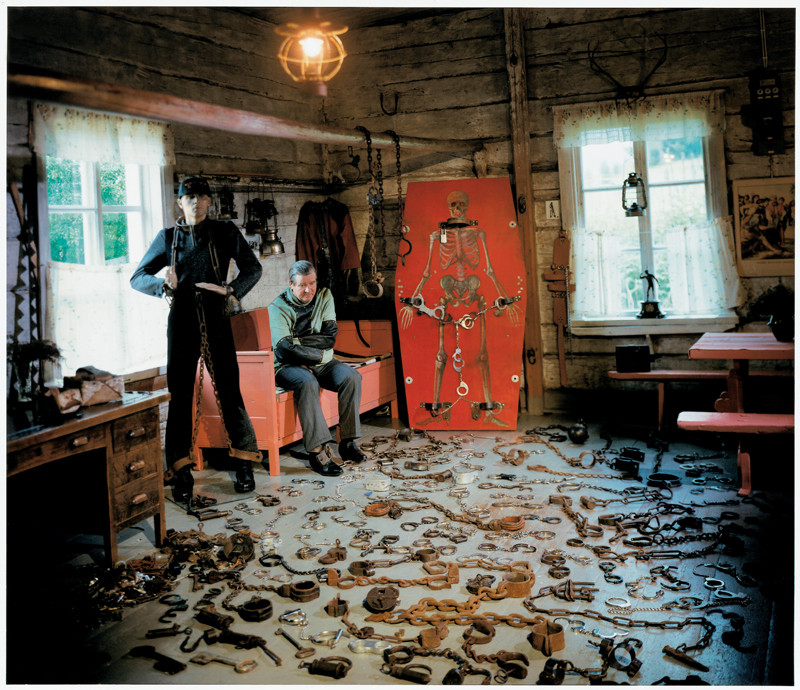 Veli Granö, Timo Tuomivaara, Handcuffs and Chains, colour print from the series Tangible Cosmologies, 1993-1996. ©Veli Granö