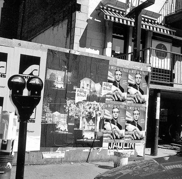 Alain Declercq, Sans titre, 2001, projet d'affichage sauvage dans la ville réalisé à l'occasion d'un séjour-résidence à Montréal. Photo : John Londono. ©Alain Declercq
