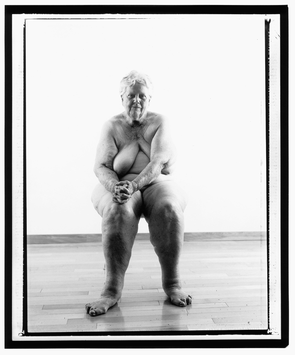 Evergon, from the series Margaret and I: Margaret Sitting, 229 x 122 cm, épreuves argentiques, 2001. ©Evergon
