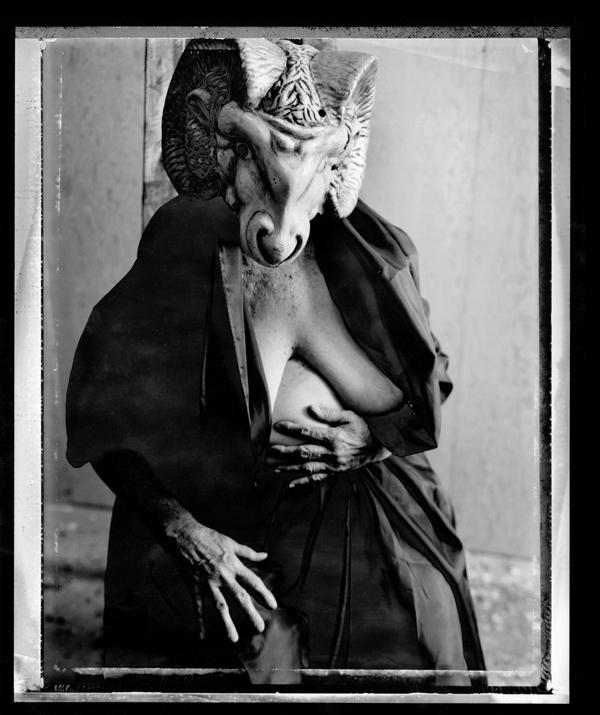 Evergon, from the series Margaret and I: Ramba Mama III, épreuve argentique virage au sélénium, 127 x 104 cm, 1992. ©Evergon