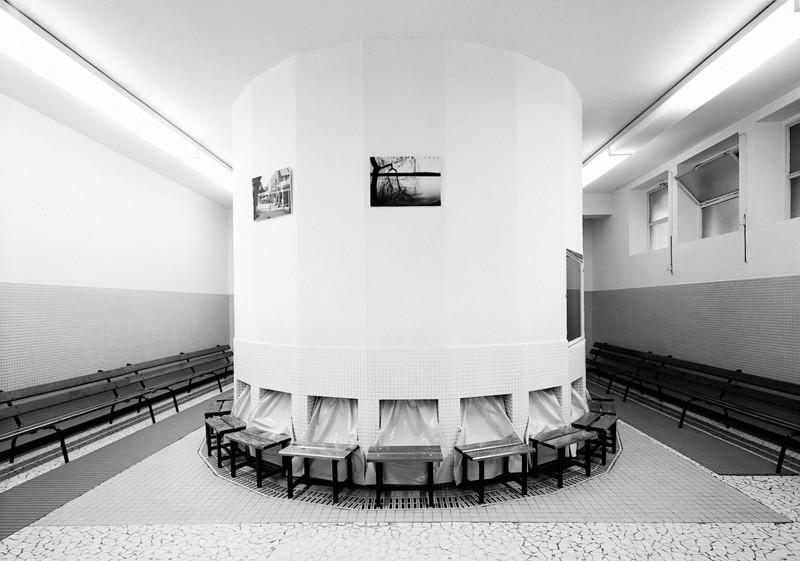 Lynne Cohen, Établissement thermal / Spa, 1991, épreuve argentique, 111 x 129 cm, courtoisie Olga Korper Gallery, Toronto. ©Lynne Cohen