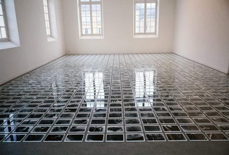 Patrick Altman, Instabili (ensemble), 1000 photographies et plaques de verre, 20.3 x 25.4 cm chaque, FRAC de Champagne-Ardennes, Reims, 1992. © Patrick Altman