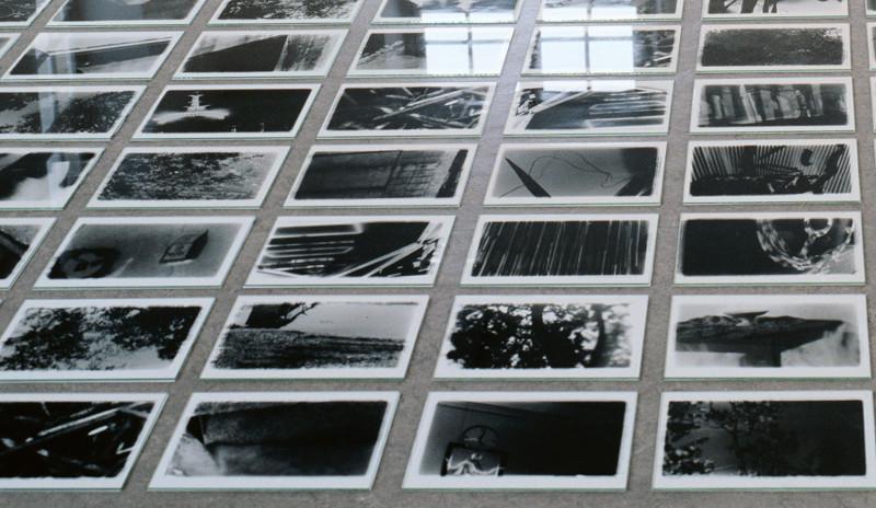 Patrick Altman, Instabili (détail), 1000 photographies et plaques de verre, 20.3 x 25.4 cm chaque, FRAC de Champagne-Ardennes, Reims, 1992. © Patrick Altman