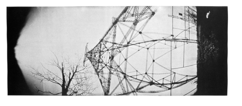 Jean-Philippe Lemay, Pylône 1, 2002, van dyck brown sur papier stonehenge, 28 x 78 cm. © Jean-Philippe Lemay