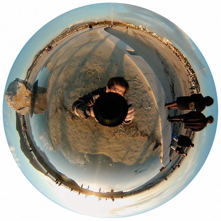 Luc Courchesne, 00 / 12 / 25 1 – Marseille, 2000-2001, de la série Journal panoscopique, photographies numériques, 25 cm de diameter. © Luc Courchesne