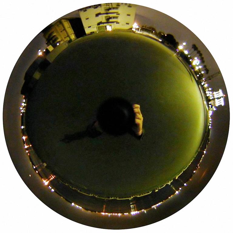 Luc Courchesne, 00 / 11 / 04 4 – Nagoya, 2000-2001, de la série Journal panoscopique, photographies numériques, 25 cm de diameter. © Luc Courchesne
