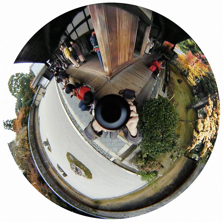 Luc Courchesne, 00 / 11 / 25 3 – Kyoto, 2000-2001, de la série Journal panoscopique, photographies numériques, 25 cm de diameter. © Luc Courchesne