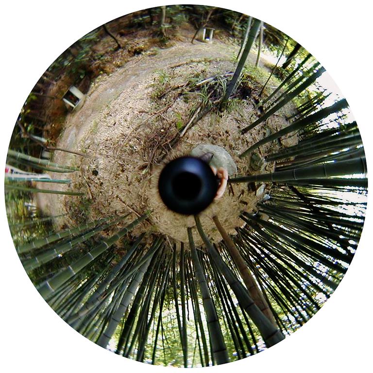 Luc Courchesne, 00 / 11 / 03 3 – Ogaki City, 2000-2001, de la série Journal panoscopique, photographies numériques, 25 cm de diameter. © Luc Courchesne