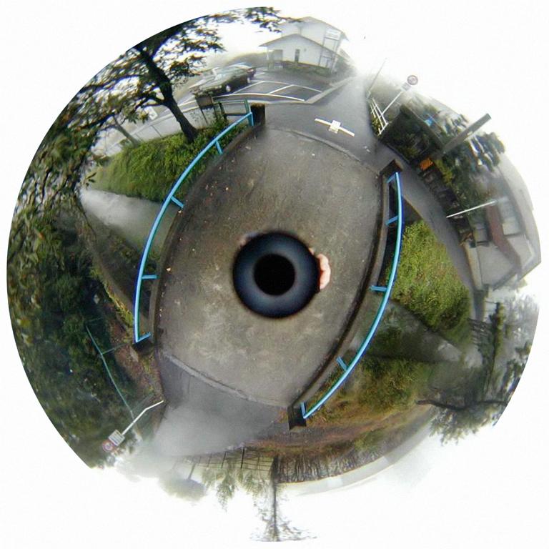 Luc Courchesne, 00 / 11 / 02 – Ogaki City, 2000-2001, de la série Journal panoscopique, photographies numériques, 25 cm de diameter. © Luc Courchesne