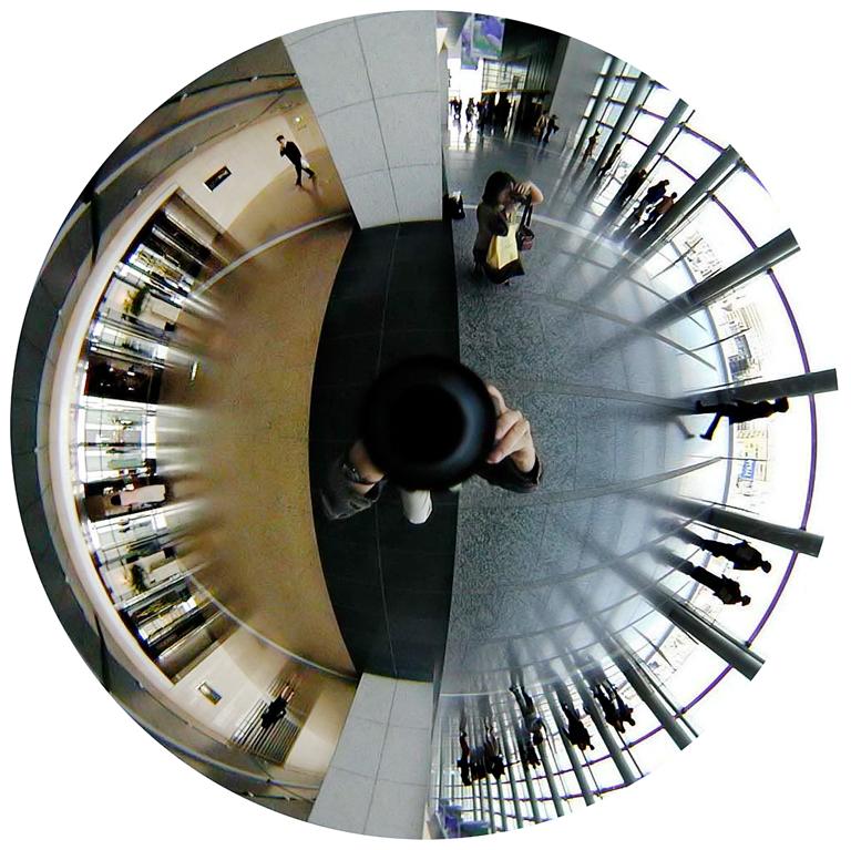 Luc Courchesne, 00 / 11 / 04 1 – Nagoya, 2000-2001, de la série Journal panoscopique, photographies numériques, 25 cm de diameter. © Luc Courchesne