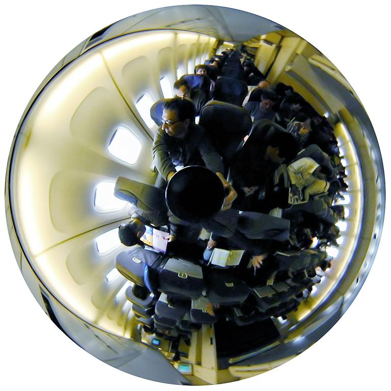 Luc Courchesne, 01 / 02 / 05 – Chicago / Tokyo, 2000-2001, de la série Journal panoscopique, photographies numériques, 25 cm de diameter. © Luc Courchesne