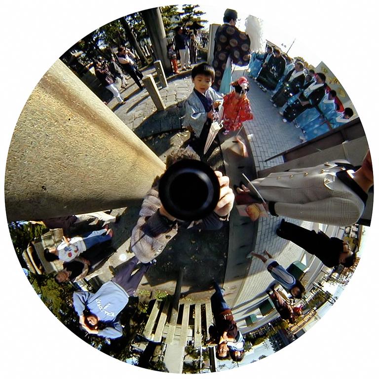 Luc Courchesne, 00 / 11 / 19 3 – Ogaki City, 2000-2001, de la série Journal panoscopique, photographies numériques, 25 cm de diameter. © Luc Courchesne