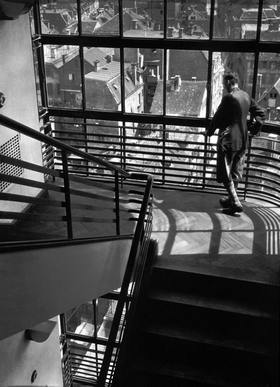 Adolf Lazi, Intérieur du Kaufhaus, Breminger et vue des toits et de la ville, épreuve argentique, 22,9 cm x 16,7 cm, vers 1933. Collection Centre Canadien d'Architecture / Canadian Centre for Architecture, Montréal. © CCA