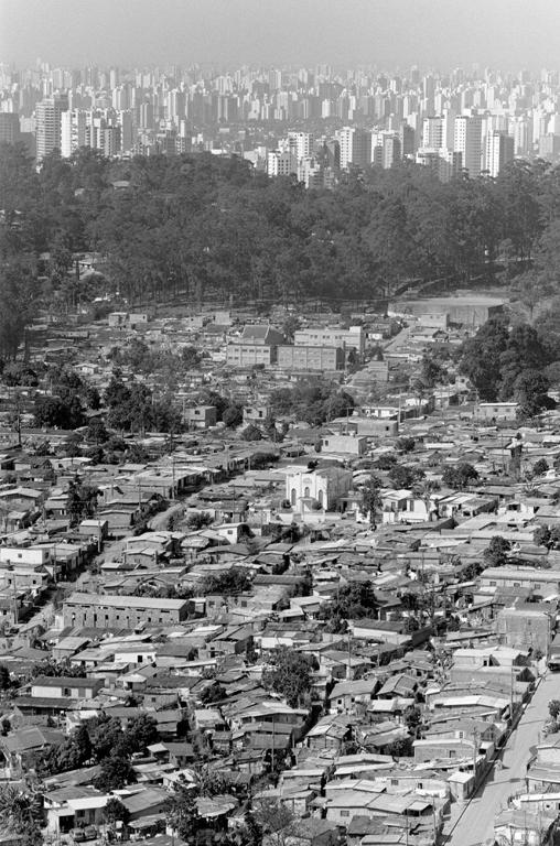 Marik Boudreau, São Paulo, Brésil, , 1994-2000, de la série Miradors, comprenant 50 épreuves argentiques et couleur, 20.3 x 25.4 cm et 27.9 X 35.6 cm. © Marik Boudreau