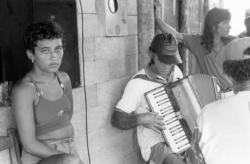 Marik Boudreau , Cascavel, État du Ceará, Brésil, 1994-2000, de la série Miradors, comprenant 50 épreuves argentiques et couleur, 20.3 x 25.4 cm et 27.9 X 35.6 cm. © Marik Boudreau