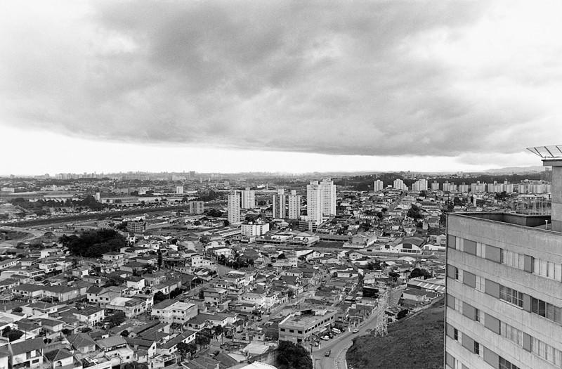 Marik Boudreau , São Paulo, Brésil, 1994-2000, de la série Miradors, comprenant 50 épreuves argentiques et couleur, 20.3 x 25.4 cm et 27.9 X 35.6 cm. © Marik Boudreau