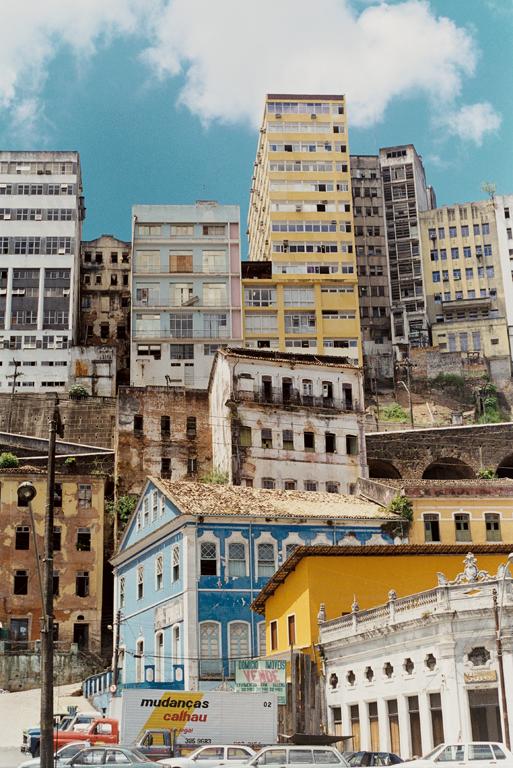 Marik Boudreau, Salvador, État de Bahia, Brésil, 1994-2000, de la série Miradors, comprenant 50 épreuves argentiques et couleur, 20.3 x 25.4 cm et 27.9 x 35.6 cm. © Marik Boudreau