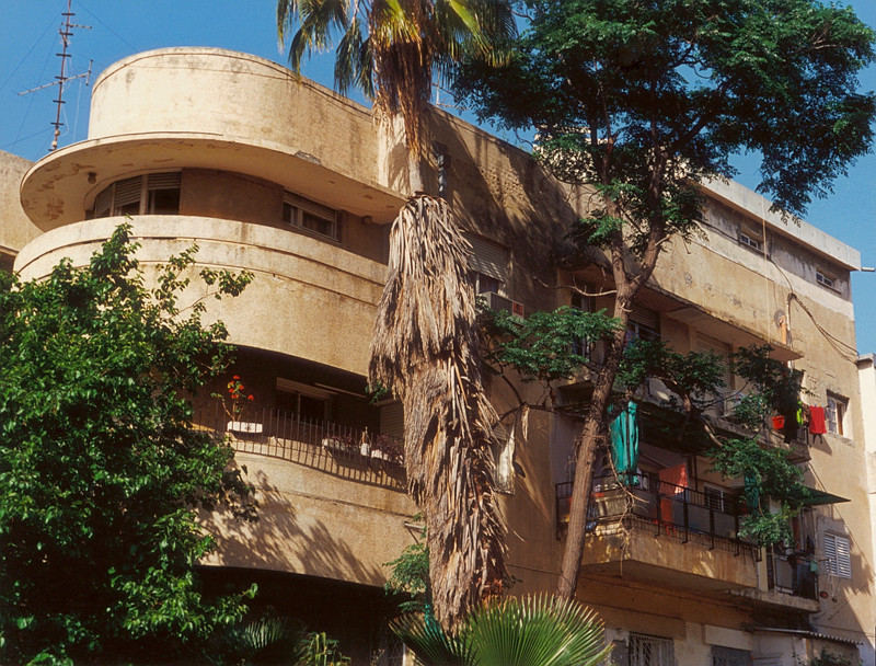 Haus Buchsenbaum, 6 Bilu St. (1936), Arieh Streimer, architect, 1997-2000, from Modern Apartment Buildings, Tel Aviv, 8 colour prints, 71 x 91.5 cm. © Arni Haraldsson