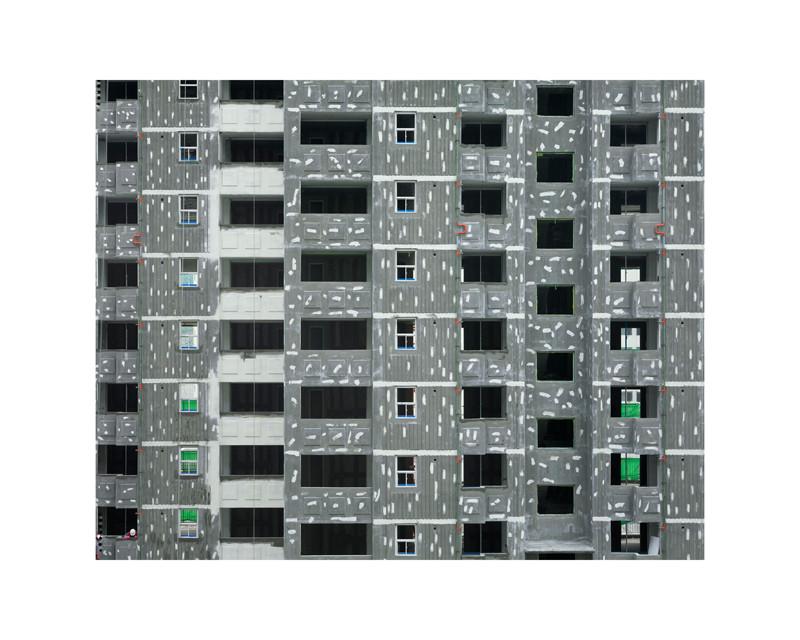 Stéphane Couturier, Séoul – Songbuk Gu, 1999, épreuve couleur, 125 x 160 cm. Toutes les photos sont reproduites avec l'autorisation de la Galerie Polaris, Paris. © Stéphane Couturier