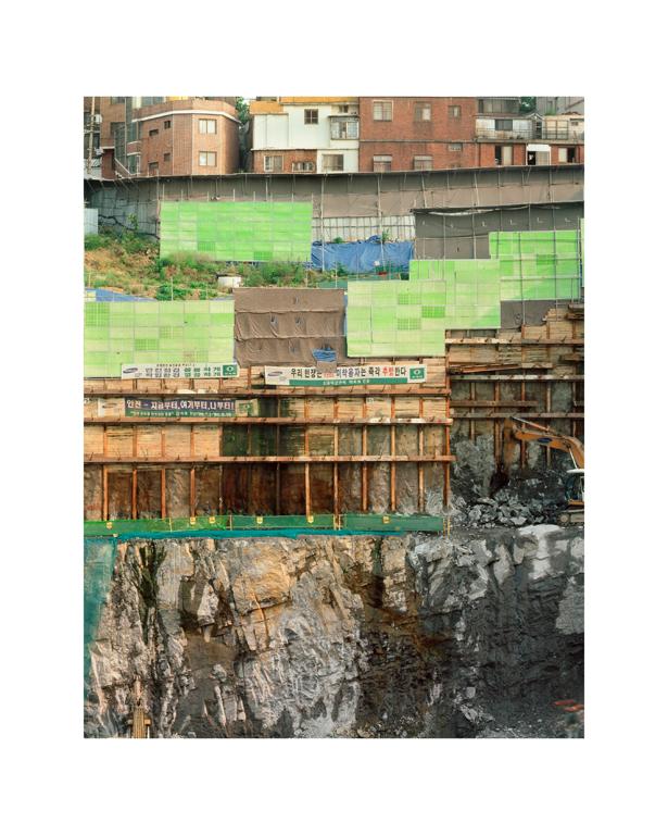 Stéphane Couturier, Séoul – Ahyon-dong, 1999, épreuve couleur, 160 x 125 cm. © Stéphane Couturier