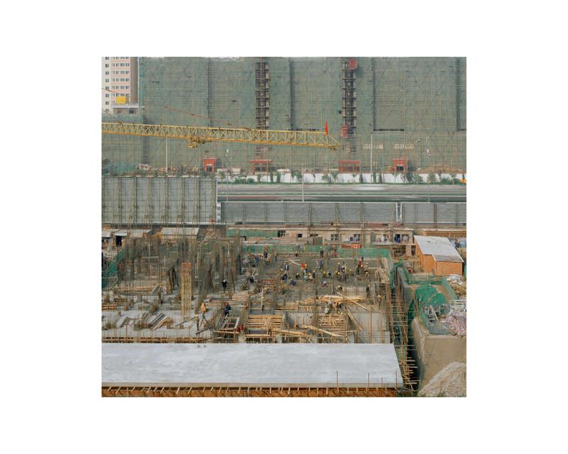Stéphane Couturier, Pékin – Beisihuan Donglu, 2001, épreuve couleur, 125 x 125 cm. © Stéphane Couturier