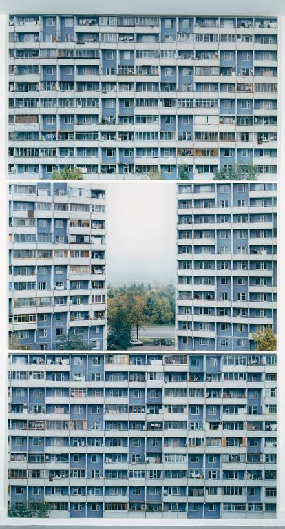 Stéphane Couturier, Moscou Triptyque no 1 – Vertical, épreuves couleur, 1999-2000, 98 x 157 cm chacune. © Stéphane Couturier