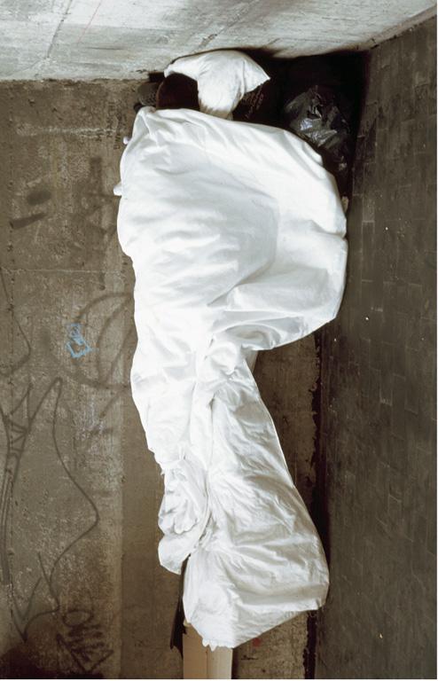 Paola Di Bello, Rischiano pene molto severe, 1998-2000, épreuves numériques, 210 x 120 cm. Avec l'autorisation de la galerie Luciano Inga Pin, Milan. © Paola Di Bello