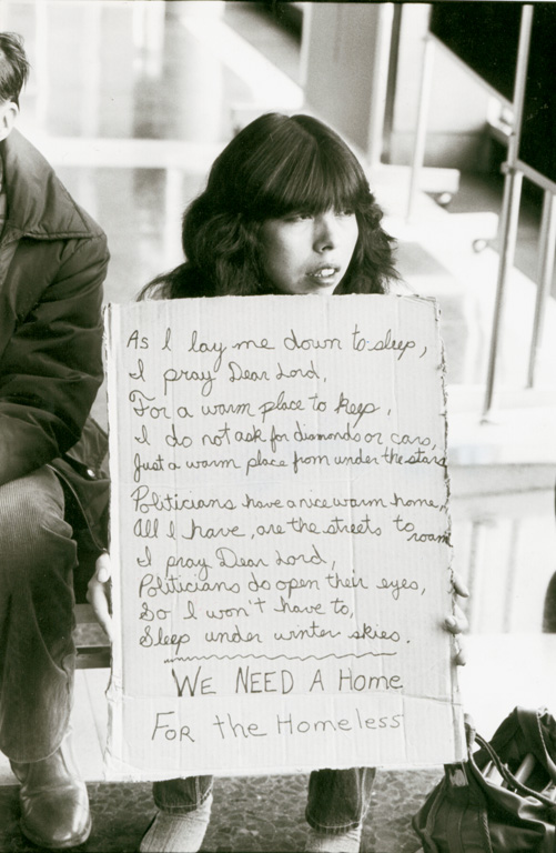 """Lynn Ball, """"Homes for homeless"""" staging a demonstration (Terry Laframbroise), City Hall, 1983, silver print, The Ottawa Citizen. © Tous droits reserves"""
